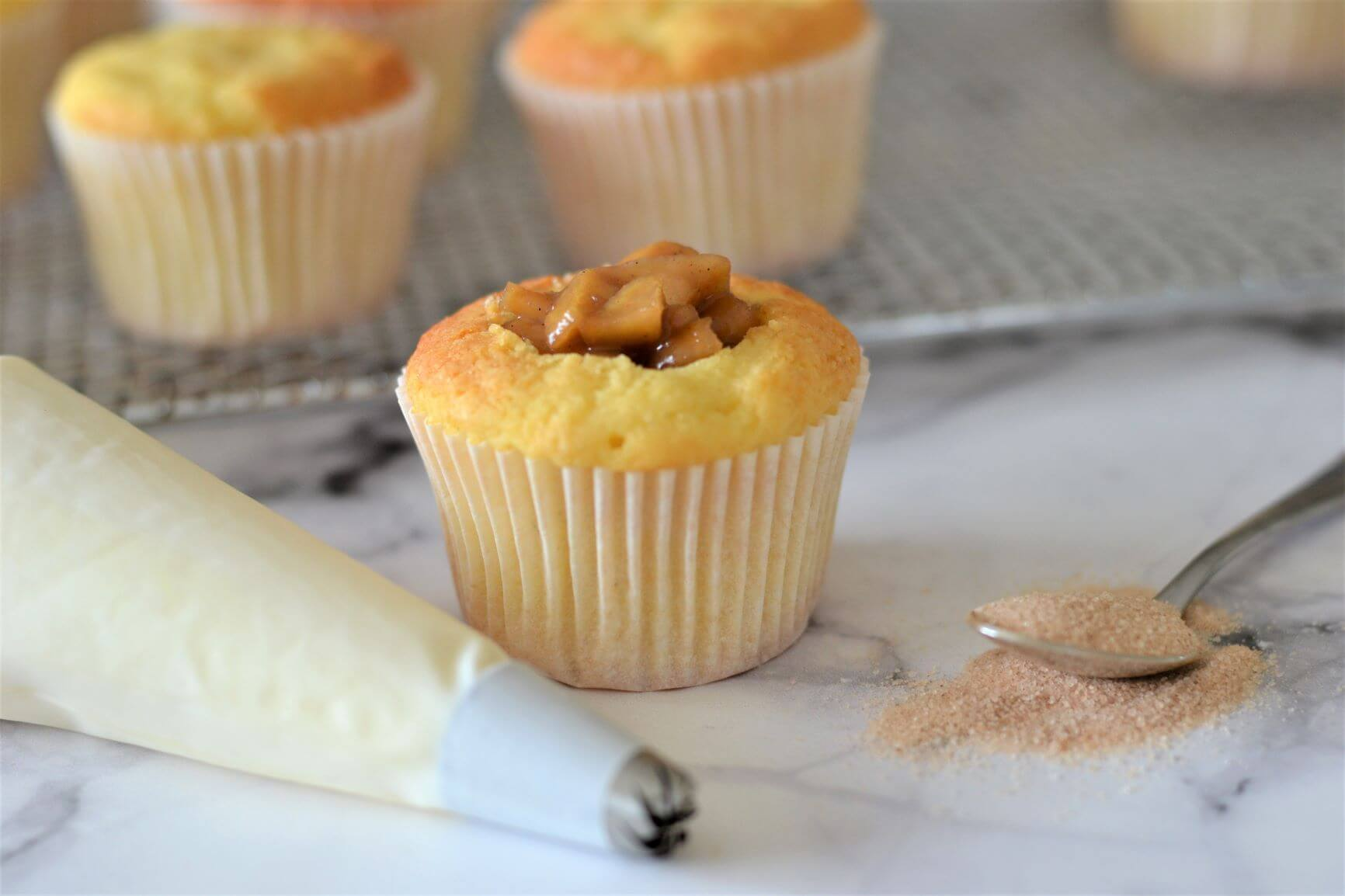 vanilla-cupcake-with-caramel-apple-filling
