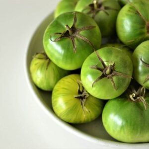 green-tomatoes-in-a-bowl