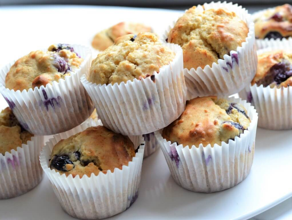 healthy-cupcakes-on-white-plate