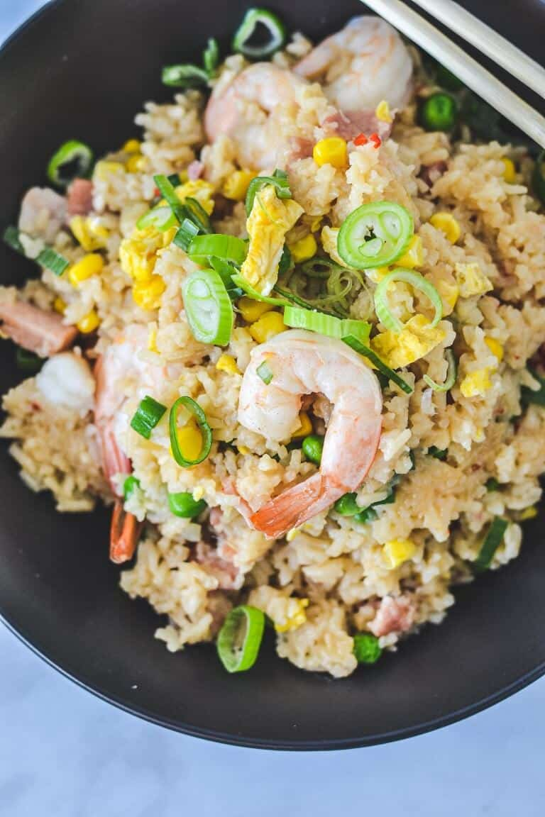 fried-rice-in-black-bowl-with-shrimp