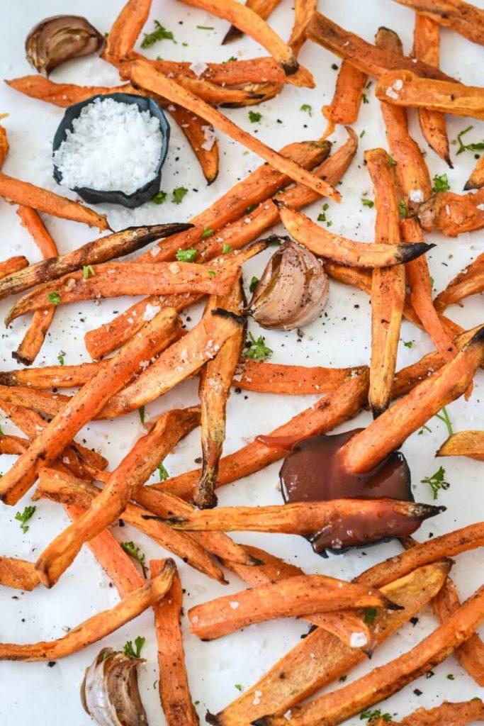 crispy-sweet-potato-with-garlic-salt-and-sauce