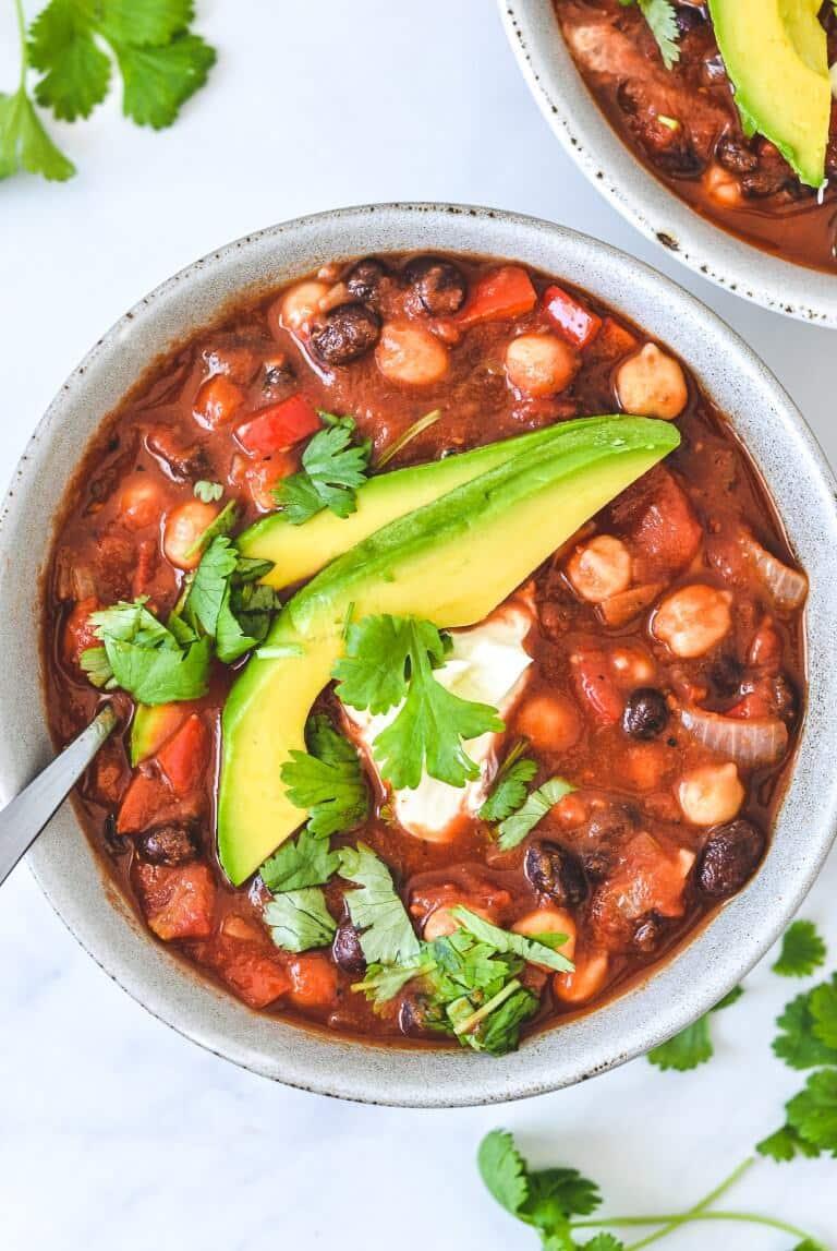 vegetarian-vegan-chilli-in-bowl-with-avocado-and-cilantro
