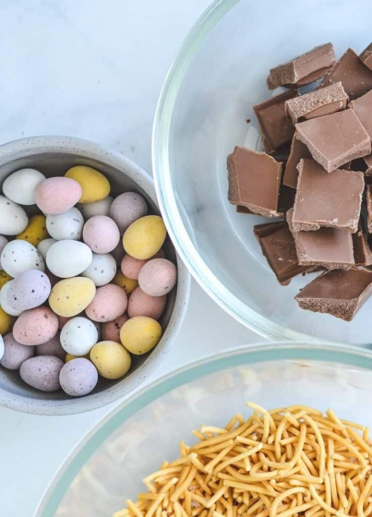 top view of fried noodles, easter eggs and chocolate pieces