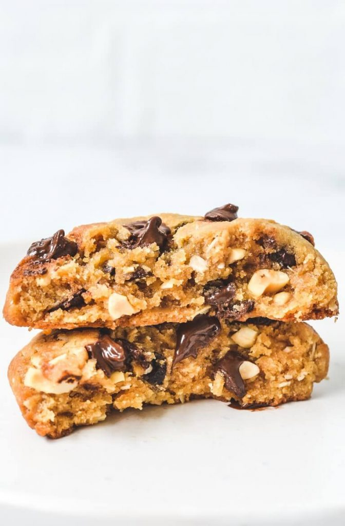 broken-cookie-with-melted-chocolate