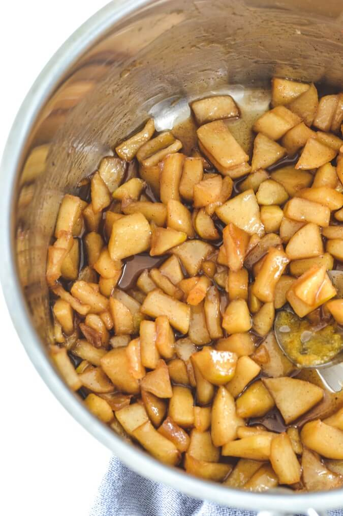 caramel-and-apples-in-saucepan