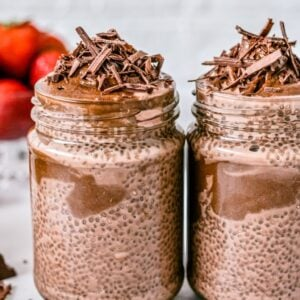 chocolate-chia-pudding-in-glass-jars
