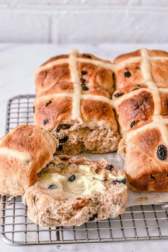 finished-hot-cross-buns-cooling-on-wire-rack