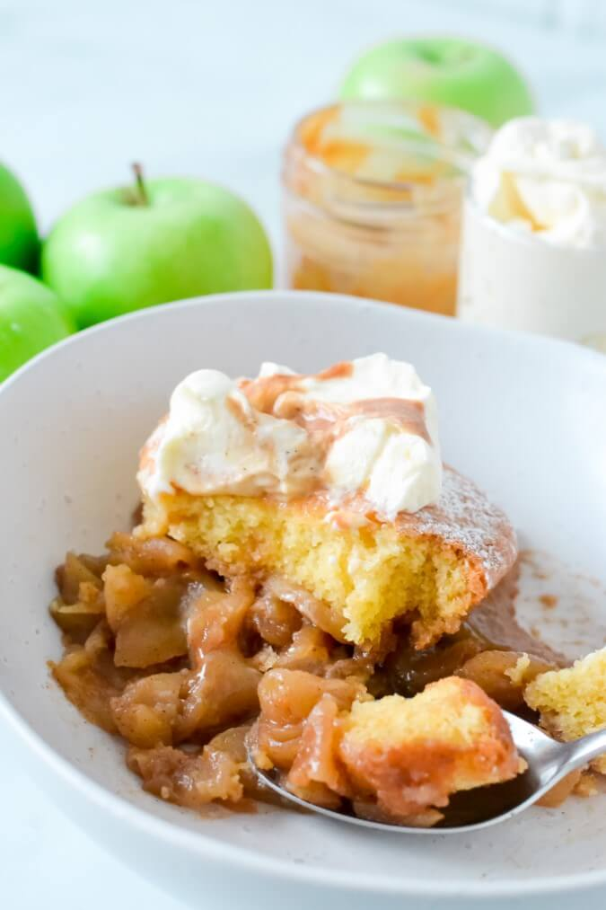 finished-pudding-and-apples-in-white-bowl-with-whipped-cream