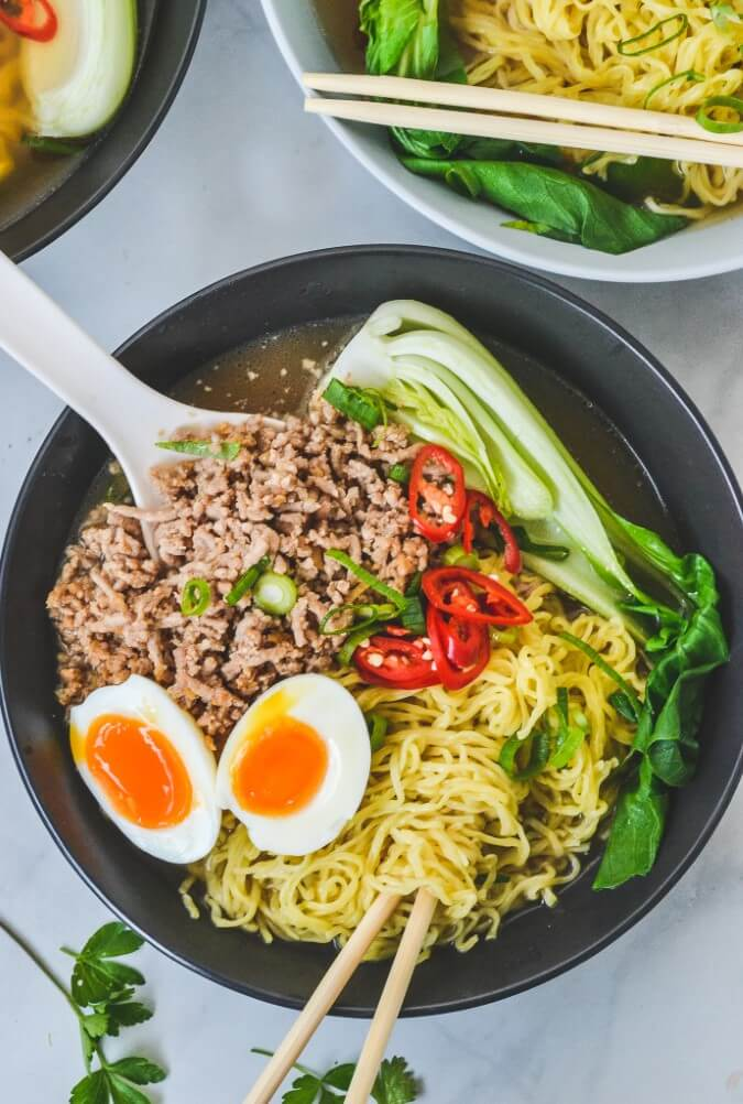 pork-ramen-soup-in-black-bowl-with-soft-boiled-eggs