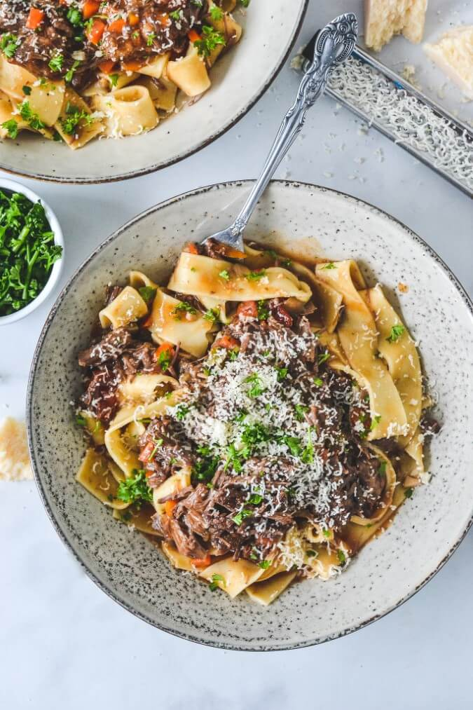 pappardelle-pasta-in-grey-bowl-with-beef-ragu-meat-sauce
