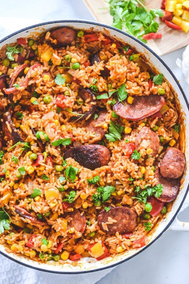 finished-rice-with-chorizo-in-white-pan
