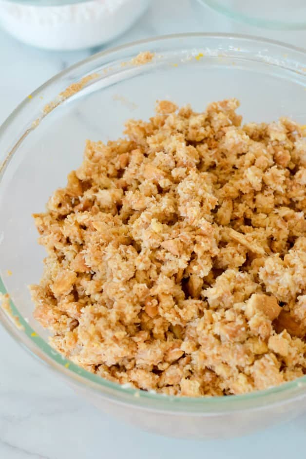 biscuit-base-mixture-in-glass-bowl