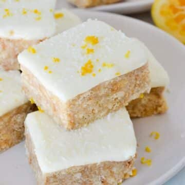 lemon-slice-sprinkled-with-zest-on-white-plate