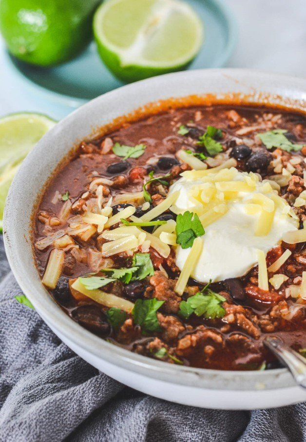 chilli-con-carne-in-grey-bowl-topped-with-sour-cream-and-cheese