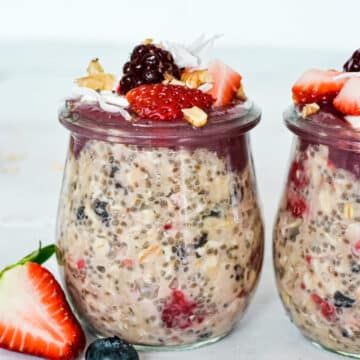 side-view-of-overnight-oats-in-jar-with-strawberries