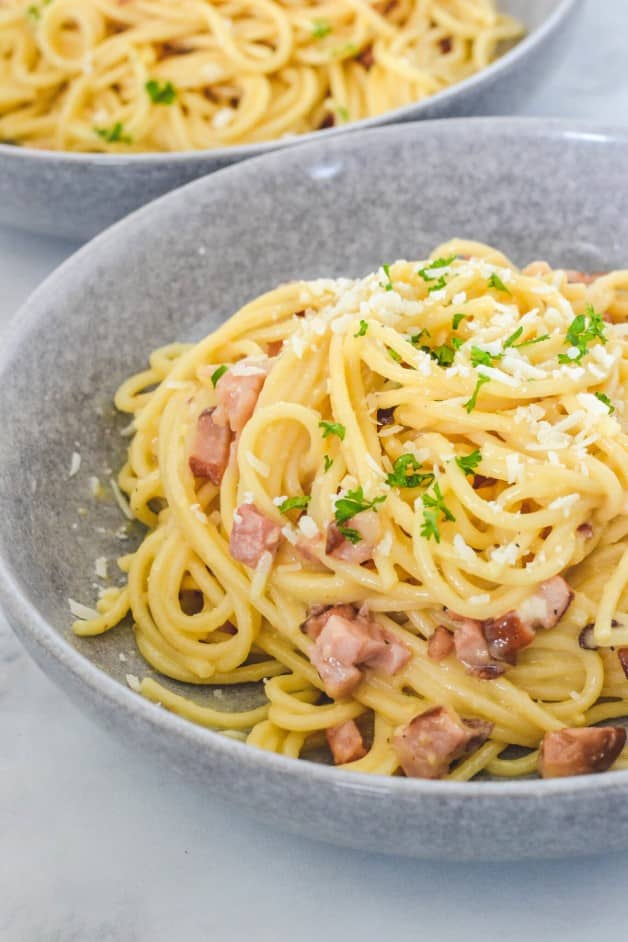 grey-bowl-with-pasta-and-bacon